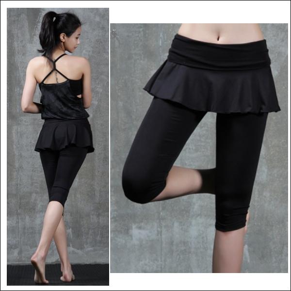 スカート付きカプリパンツ☆ウエストの刺繍がアクセントで素敵♪【Inblack】