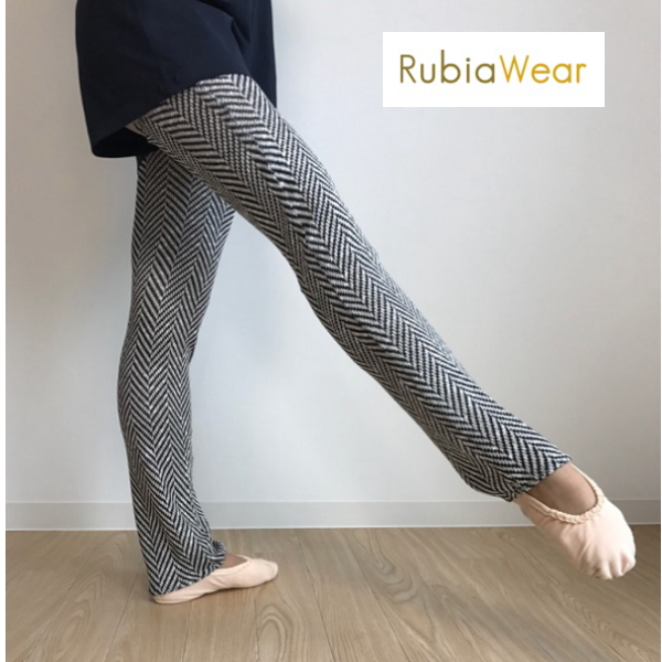 【Rubia Wear】バレエダンサーがデザインした超ロングレッグウォーマー Chevy(白黒幾何学) フルレッグ